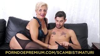 Scambisti maturi - hardcore butt fucking with italian blond granny shadow