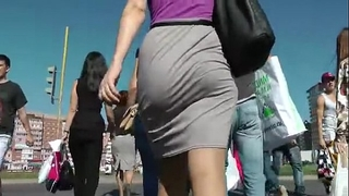 Booty walking in the street and shaking arse