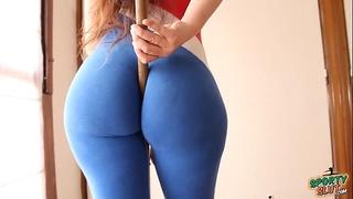 Big ass! small waist! explosive combination! sporty latin chick!