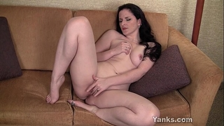 Pierced brunette hair milf caroline masturbating