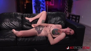 Tattooed American whore gets her cunt drilled and creampied