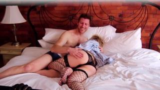 Horny pregnant woman fucks her boyfriend in bed