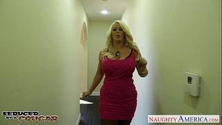 Blonde cougar alura jenson jump weenie
