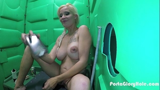 Porta gloryhole blond milf engulfing weenie in the desert