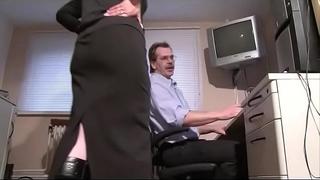 Hausfrau belohnt ihren mann mit blow job