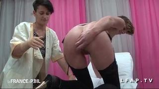 Ffm cougar a son cul plugge chez le gyneco